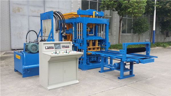 QT6-15 Block machine